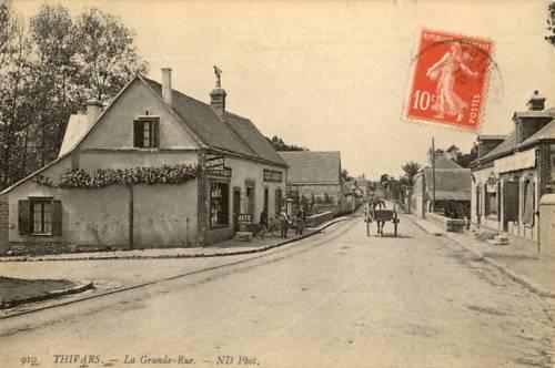 Carte postale ancienne de Thivars avec vue sur la route Nationale