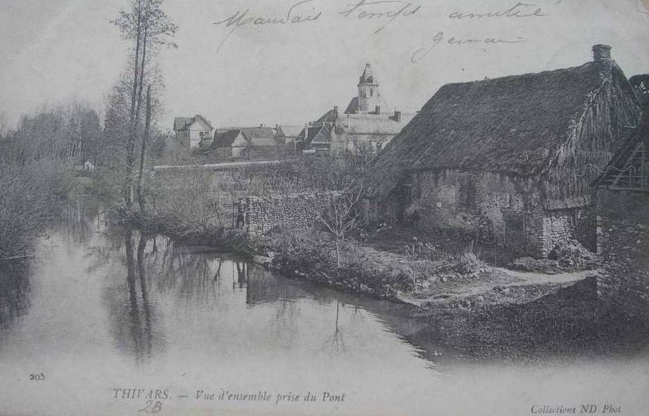 Vued'ensemble du village prise du pont de l'Eure